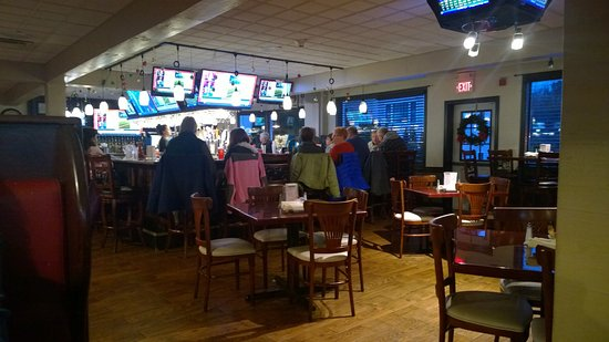 West Boylston, MA: Large bar area