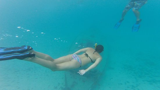 Jolly Harbour, Antigua: Diving to the sunken ship!