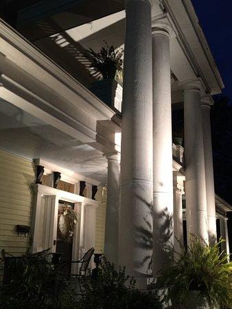 ดิลลอน, เซาท์แคโรไลนา: The Columns entrance