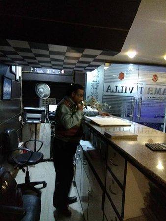 Hotel Amrit Villa: friendly manager