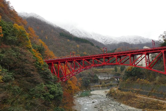 Kurobe, Japonya: The train leaves the tunnel and approaching Unazuki Terminal