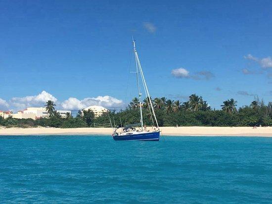 Mirabella Happy Sailing : The beautiful waters of Mullet Bay