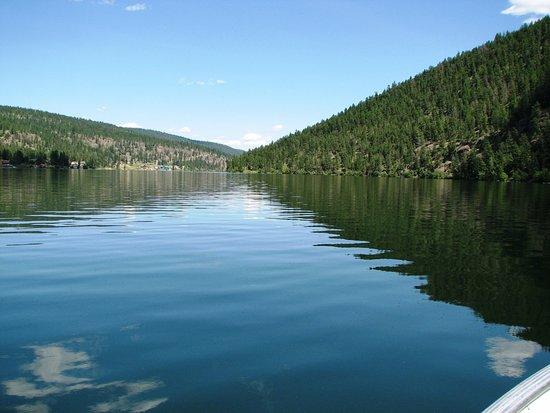 Cache Creek, Canadá: Nice calm lake.