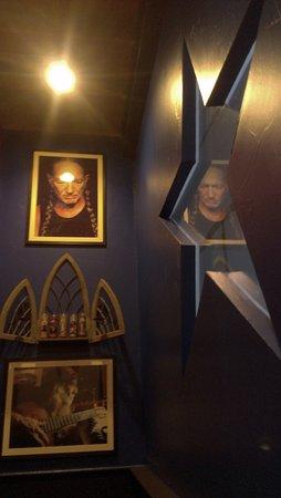 Denton, TX: Willie Nelson altar