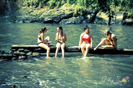 จิมบารัน, อินโดนีเซีย: Enjoy Tegenungan Water Falls