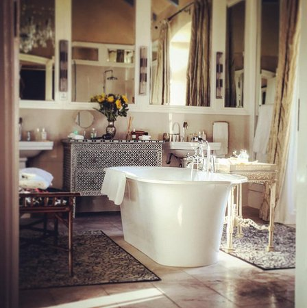 La Residence: Stunning Bathrooms
