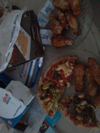 Greater Noida, อินเดีย: Chicken wings, pizza and chicken strips.
