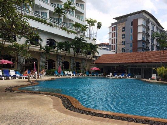 Royal Twins Palace Hotel: Pool Area