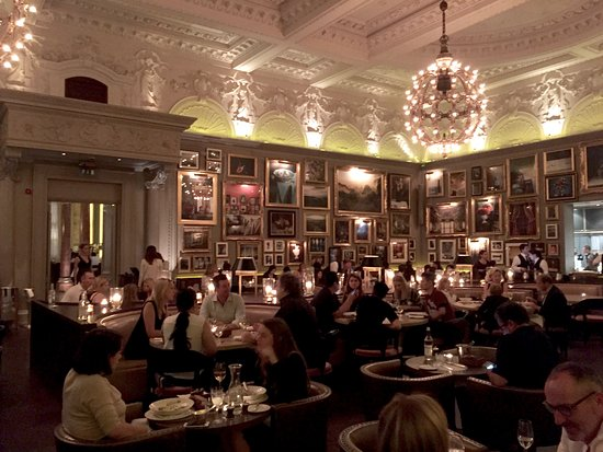 Like a 17th century salon-style gallery - Bild von Berners Tavern ...