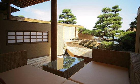 Sumoto, Japón: <ヴィラ楽園>海の庭・海楽 (テラス部屋側)