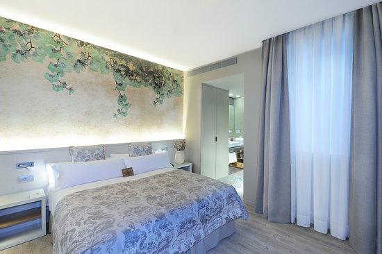 ホテル デュケーサ デ カルドナ