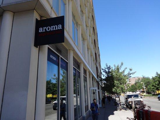Aroma Espresso Bar : 깔끔한 간판