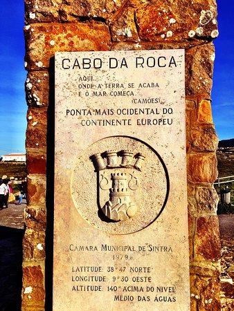 Colares, البرتغال: Impresionantes acantilados en la costa atlántica cerca de Cascais y Sintra