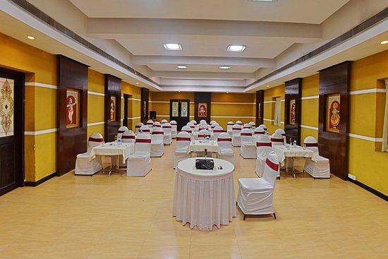 AMS Raj Palace Sundar: Conference Hall