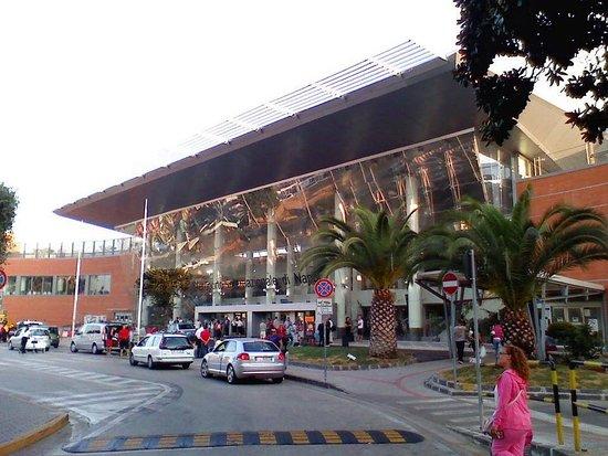 Furore, Italia: Aeroporto di Napoli
