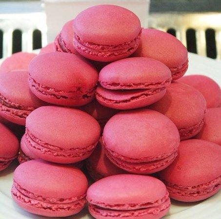 Puteaux, France: Macarons Maison Pradier - Savoir Faire depuis 1859