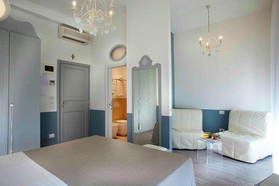 Camera Deluxe stile shabby chic - Picture of Hotel Daniel, Bellaria ...