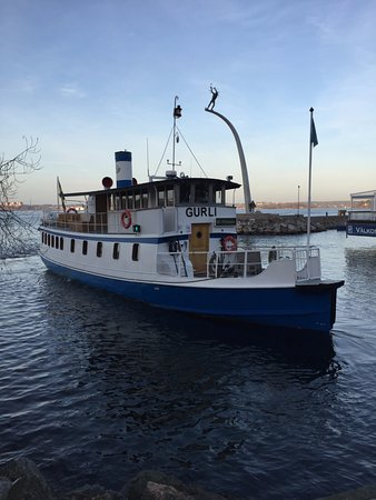 Nacka, Suède : depart du ferry devant le restaurant