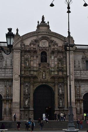 Iglesia y Santuario de Santa Rosa de Lima: Facciata