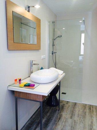 Hotel Alamo: Baño habitación superior
