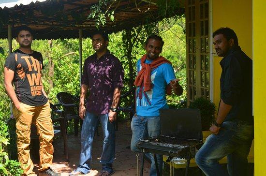 Kuttikkanam, Indien: Front Courtyard