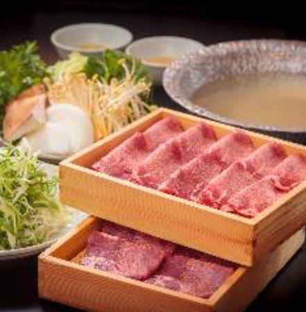 Momo Paradise Kabukicho Honten: 牛タン しゃぶしゃぶ