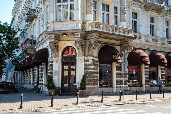 E. Wedel Chocolate Lounge Staroswiecki Sklep: Widok od ulicy Szpitalnej