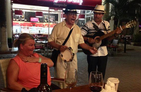 El Diez: Street musicians