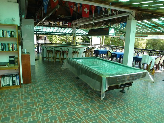 Puerto Galera Yacht Club: view from the entrance