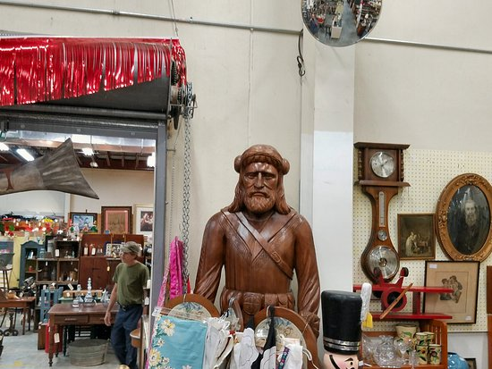 Hendersonville, Северная Каролина: Mountain man carving