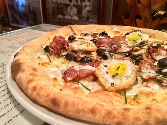 """Payerne, Suiza: Pizza """"On s'les Caille"""""""