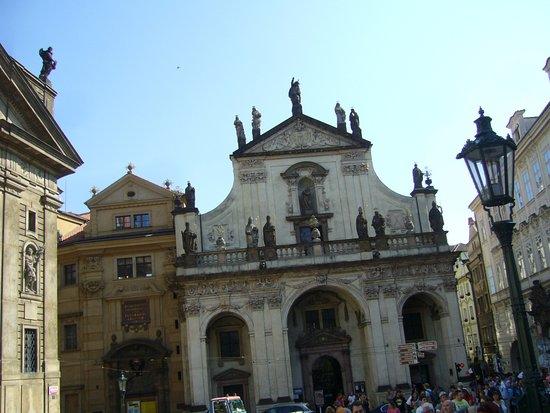Kostel Nejsvětějšího Salvátora: Fachada principal da igreja.