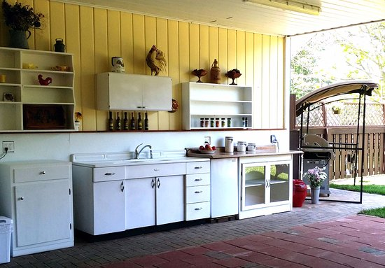 Boyne City, MI: The patio kitchen is popular for summer barbecues and parties.