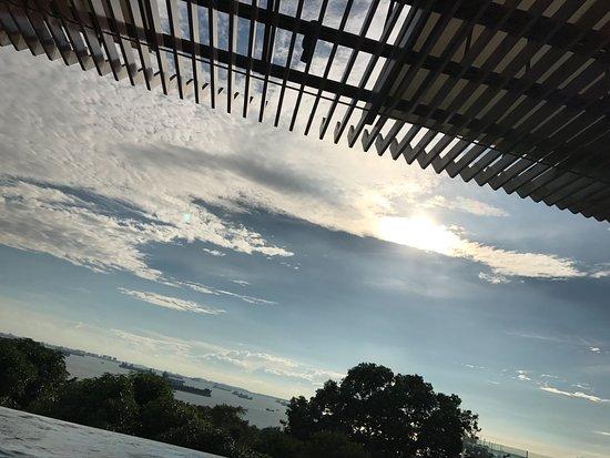 Amara Sanctuary Resort Sentosa: sky pool