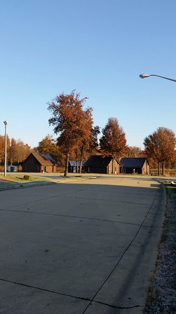 Carlyle, IL: cabins by lake