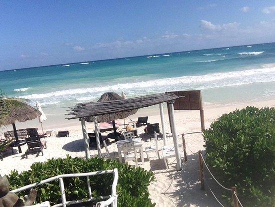 Om Tulum Hotel Cabanas and Beach Club: Beachclub area.
