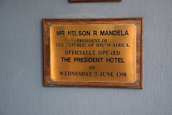 Bantry Bay, Südafrika: Plaque from the hotel opening