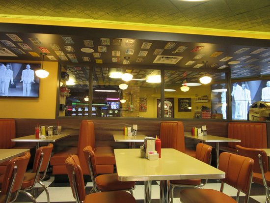 Catoosa, Οκλαχόμα: Music Videos play while you dine in the Route 66 Cafe