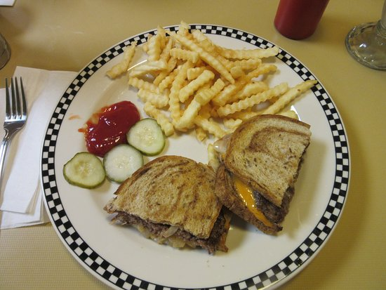 Catoosa, Οκλαχόμα: Route 66 Cafe served me a yummy Patty Melt & Fries