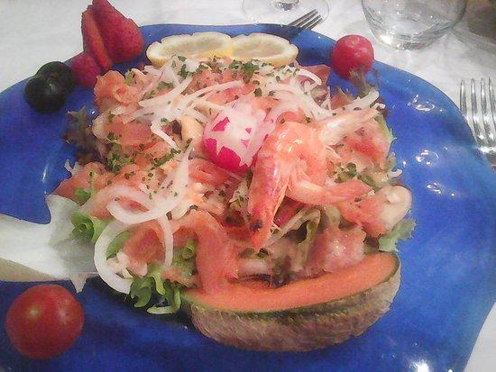 Gray, France: Plat de saumon et fruits de mer