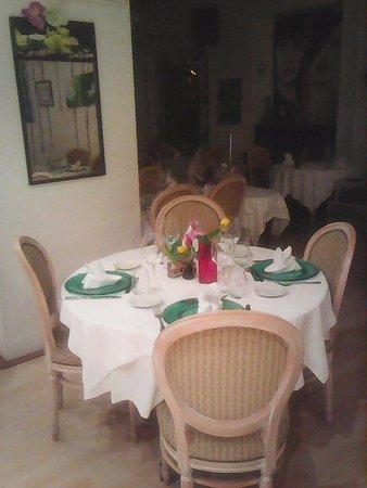 Gray, France: Table raffinée