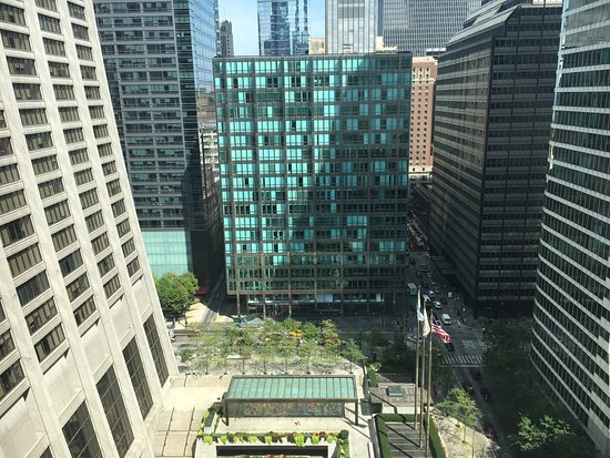 Great location in the financial district downtown walkable to everything