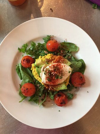 Hassocks, UK: Poached Egg & Avocado on Toast (GF, vegetarian)