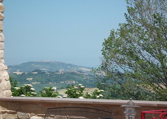 Montelparo, Italien: Views from the courtyard