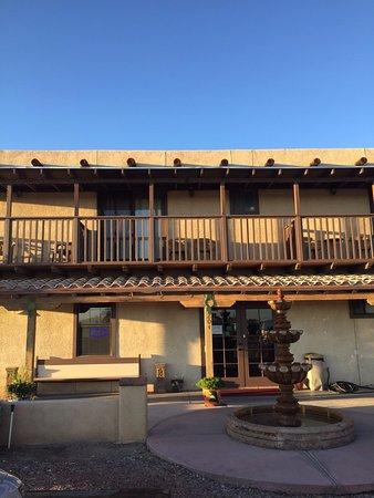 Los Milagros Hotel: balcony and front door