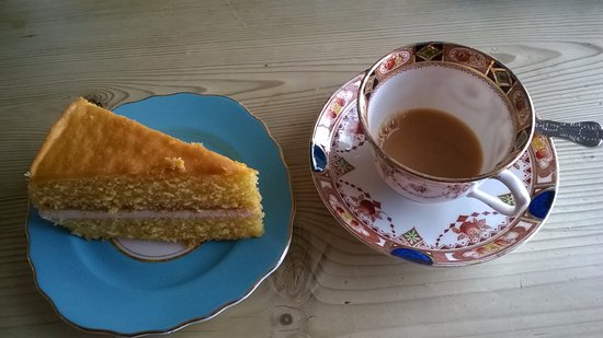 Coverack, UK: Delicious Tea and Victoria Cake