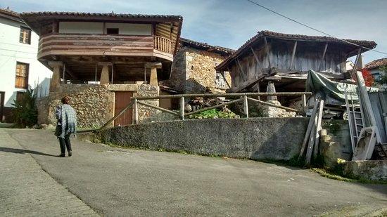 Infiesto, Ισπανία: Un rincón cerca del restaurante.