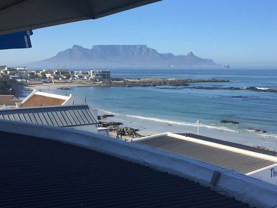 Blue Peter Hotel : Table Mountain from our bedroom window.