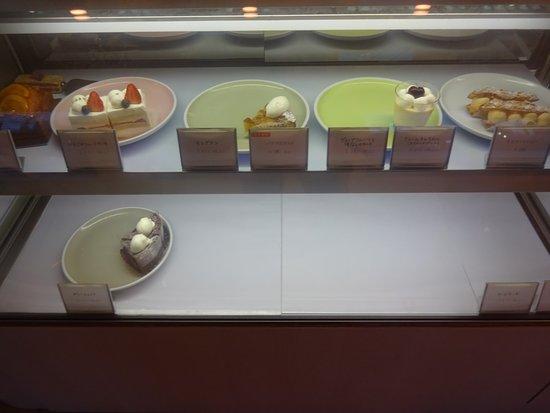 Musashino, Japón: 夕方の少なくなったケーキ