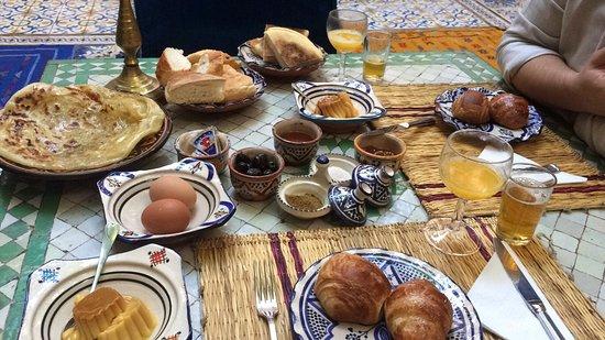 Riad Al Nour: Um Riad familiar com uma decoração marroquina requintada. Excelentes condições. Bem localizado.